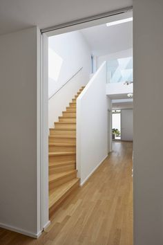 Residential building C Mainz Oberstadt: modern hall, hallway & staircase by Marcus Hofbauer architect Perspective Architecture, Cultural Architecture, Education Architecture, Classic Architecture, Commercial Architecture, Architecture Plan, Residential Architecture, Modern Hallway, House Stairs