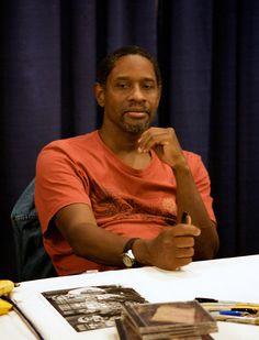 Tim Russ (Sp/T) on the floor at Comic-Con