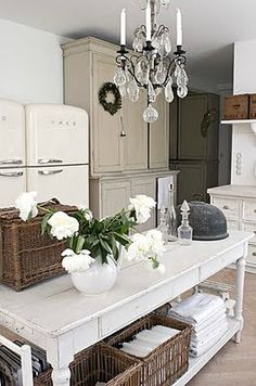 great side-by-side refrigerator. http://niagaranovice.blogspot.com/2012/02/kitchen-inspiration-month-day-eleven.html
