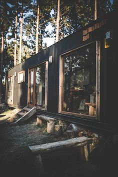 Shipping Container House Coyhaique, Chile - Living in a Container Tiny Container House, Shipping Container Cabin, Chile, Tiny House Design, House Layouts, Innovation Design, Sweet Home, House Styles, Home Decor