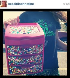 Decorating a storage bin is great way to show off your personality in your room! Talk to your roommate and come up with a room theme, that way your room will flow nicely! Do It Yourself Projects, Projects To Try, Diy And Crafts, Arts And Crafts, Makeup Organization, Girly Things, Crafty, Decorating Ideas, Craft Ideas