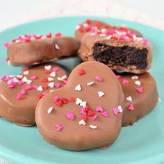 Ook zo dol op Oreo truffels? Maak dan deze speciale Valentijn Oreo truffels voor jou en je lover, veel leuker (en lekkerder!) dan een boeket rozen.