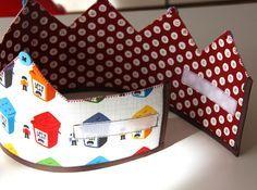corona de cumpleaños                                                                                                                                                                                 Más Felt Crafts, Fabric Crafts, Sewing Crafts, Sewing Projects, Projects For Kids, Crafts For Kids, Cumpleaños Diy, Fabric Crown, Crown For Kids