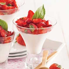 panna-cotta-au-lait-de-coco-fraises-et-basilic-thai Pana Cotta Coco, Panna Cotta, Nutrition, Mousse, Strawberry, Ethnic Recipes, Sweet, Food, Sauces