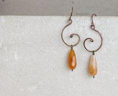 Wire spiral earrings with drop yellow orange quartz gemstones & gold bronze, earthy orange earrings, boho earrings, earthy earrings by PetiteFraise #jewelry