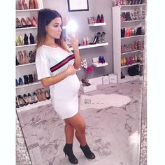 Loving this casual Gucci inspired t-shirt dress! You can totally wear this over leggings or jeans as well! 😉🙌🏻 _ _ T-shirt dress: I can't remember where the booties are from! Cute Maternity Style, Stylish Maternity, Maternity Wear, Maternity Fashion, Maternity Dresses, Pregnancy Looks, Pregnancy Outfits, Flipagram Instagram, Pretty Pregnant