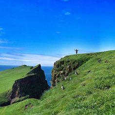 Diario di viaggio, di una vita fa, sembrerebbe. Di tanto in tanto mi fermo. C'è poco da fare, i viaggi ti entrano dentro, ti cambiano, arricchiscono l'anima. Qualche giorno fa mi sono chiesta quale fosse stato, per ora, il 'mio' viaggio più bello del 2015: ho scoperto che la risposta é Isole Faroe. Vi aspetto sul blog, vi racconto queste isole verdi, al nord del mondo, avvolte in un'atmosfera misterosia con un che di magico. #visitfaroeislands #nx30 @visitfaroeislands @samsungcamera