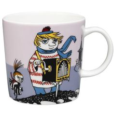 "Arabia's mug ""Tooticky violet"" (Tuutikki violetti) with elegant shape and kind motif from the Moomin world. Charming pottery from Finland. Moomin Shop, Moomin Mugs, Les Moomins, Troll, Tove Jansson, Thing 1, Porcelain Mugs, Mug Designs, Scandinavian Design"