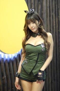 Heo Yoon Mi at World of Tanks | Korean Models Photos Gallery