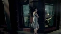 Evanescence - Bring Me To Life This video is tooo beautiful and if you are an emotional person (like meself) it WILL give you goosebumps