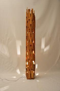 Excingillius Grande lampe design en bois de chêne recyclé. Grande lampadaire rectangulaire. Design unique et original, cool, fait main en France  Lampe en bois de chêne avec  - 20452182