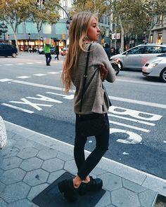 "ANDREA BELVER en Instagram: "" Sneak peak Ayer después de visitar @salontoro || thnks @victormanueltoro por cortarme y cuidarme tan bien la melena. Will visit you soooon #st #isgettingcold"": Casual Outfits, Cute Outfits, Fashion Outfits, Moda Converse, Love Fashion, Womens Fashion, Grunge, Indie, Outfit Goals"