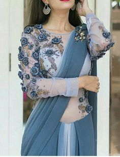 Modern Blouse Designs for Your Gorgeous Look - Fashion Saree Blouse Neck Designs, Saree Blouse Patterns, Bridal Blouse Designs, Modern Blouse Designs, Stylish Blouse Design, Saree Trends, Stylish Sarees, Trendy Sarees, Saree Look