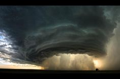 This is what a supercell thunderstorm looks like. Incredible.