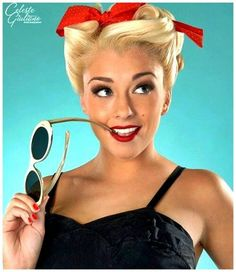 Pin Up Hairstyles – find the perfect pinup hairstyle & pin up hair do's which will make you standout in a crowd. The best pin up hairstyles Rockabilly Moda, Rockabilly Pin Up, Rockabilly Fashion, Rockabilly Makeup, Rockabilly Hairstyle, Messy Hairstyle, Hairstyle Ideas, Estilo Pin Up, Frases Good Vibes