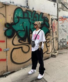 Tomboy Fashion, Teen Fashion Outfits, Retro Outfits, Look Fashion, Urban Fashion, Streetwear Fashion, Cute Comfy Outfits, Cool Outfits, Looks Hip Hop