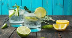 To have great drinks, you need great ingredients. Here are the best gin mixers to stock in your home bar. Having these on hand will ensure simple, easy, and delicious gin cocktails. Gin & Tonic Cocktails, Classic Gin Cocktails, Gin Fizz Cocktail, 4th Of July Cocktails, Best Summer Cocktails, Christmas Cocktails, Triple Sec, Ginger Ale, Recette Pisco Sour