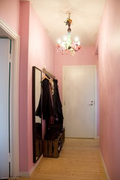 Great! I am not the only one with a pink entrance! <3