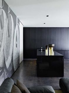 Architect Stephen Jolson is an expert in meshing architecture, interiors and landscapes into a holistic experience and his Melbourne home that we recently had t Apartment Interior, Kitchen Interior, Style At Home, Interior Architecture, Interior Design, Melbourne House, Tadelakt, Minimal Decor, Architect House