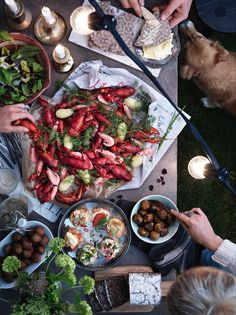Mark your calendars: ikea is hosting an all-you-can-eat crayfish Crawfish Party, Seafood Party, Good Food, Yummy Food, Salty Foods, Date Dinner, Appetizers For Party, Food Styling, Food Inspiration