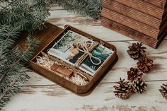 Wedding presentation box for prints Vintage engraved box Album Vintage, Usb Packaging, Usb Box, Photo Boxes, Photo On Wood, Color Box, Wedding In The Woods, Wood Boxes, Wood Crates
