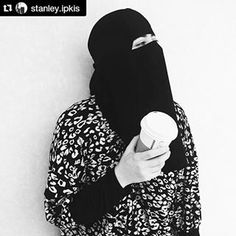 Black and white Niqabi with coffee