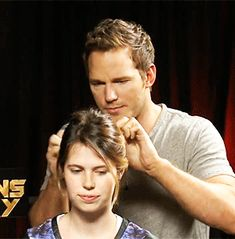 Chris Pratt French Braided An Intern's Hair During An Interview And It's Amazing