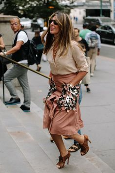 Showgoers Wore Blazers as Jackets on Day 3 of New York Fashion Week - Fashionista New York Fashion Week Street Style, Street Style Trends, Street Style Women, New Fashion Trends, Fashion Mode, Fashion Outfits, Fashion Tips, Fashion Stores, Cheap Fashion