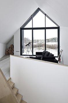 Großzügige Fensterflächen ermöglichen die Tageslichtdurchflutung.