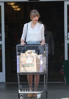 taylor swift imagine seeing this at your grocery store! I'd so love to swap recipe's with her and have tea!