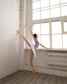 Beautiful ballerinaBenedetta Musso photographed by Daria Chenikova Ballerina Tutu, Ballerina Dancing, Ballet Feet, Ballet Dancers, Dance Photos, Dance Pictures, Ballet Pictures, Kinds Of Dance, Dance Like No One Is Watching