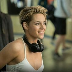 ​Kristen Stewart allegedly doesn't get the appeal – Celebrities Woman Kristen Stewart Cheveux Courts, Kristen Stewart Short Hair, Kristen Stewart Movies, Kristen Stewart Hairstyles, Kirsten Stewart Style, Estilo Tomboy, Costume Noir, Rides Front, Celebrity Crush
