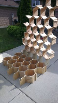 As a wall structure, or hanging element Could this be done with foam board? For yarn storage? Cardboard Furniture, Modular Furniture, Furniture Plans, Diy Furniture, Furniture Design, Furniture Market, Furniture Assembly, Furniture Storage, Woodworking Plans