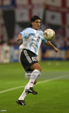 Ariel Ortega of Argentina controls the ball during the FIFA World Cup Finals 2002 Group F match between England and Argentina played at the Sapporo Dome, in Sapporo, Japan on June England. Get premium, high resolution news photos at Getty Images Nike Football, Football Players, Argentina Football Team, Samba, Tango, World Cup Final, Fifa World Cup, Worlds Of Fun, Ariel