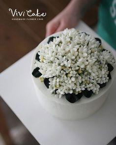 부바르디아, 💕  #flowercake #buttercreamcake #flower #cake #buttercream #baking #flowers #class #korean #koreanflowercake #koreanfood #koreaflowercake #cakeclass #seoulflowercake #cakedesign #wilton #instacake #whitebuttercream #whitecake #flowercakeclass #vivicake #비비케이크 #플라워케이크 #버터크림 #버터크림플라워케이크 #부바르디아 #플라워케이크클래스 #비비케이크
