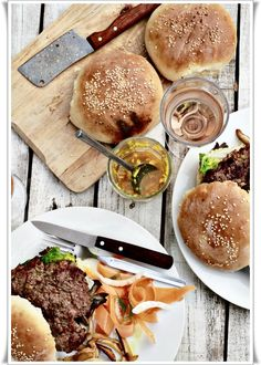 hamburgers with Oyster mushrOOms iranian tOrshi
