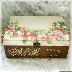 Discover thousands of images about Vintage decoupage box Painted Boxes, Wooden Boxes, Hand Painted, Decoupage Art, Decoupage Vintage, Craft Projects, Projects To Try, Stencil Printing, Pretty Box
