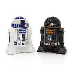 Star Wars Droid Salt & Pepper Shakers from ThinkGeek. Saved to Star Wars. Shop more products from ThinkGeek on Wanelo. Star Wars Love, Star Wars Droides, Amour Star Wars, Star War 3, Star Wars Party, Boba Fett, Geeks, Star Wars Kitchen, R2d2