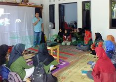 Bank Sampah Melati Bersih: Pelatihan Pertolongan Pertama PMI di Komunitas Ban... Islam, Harem Pants, Fashion, Moda, Harem Trousers, Fashion Styles, Harlem Pants, Fashion Illustrations