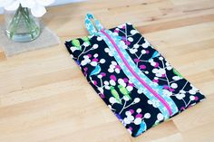 Sew Lay Flat Shoe Storage Bags - great for travel, organization, and more! February 2020 With just a half-yard of fabric, you can make Large Storage Bags, Shoe Storage Bags, Tote Storage, Shoe Racks, Keep Shoes, Shoes Too Big, Sewing Patterns Free, Free Sewing, Free Pattern