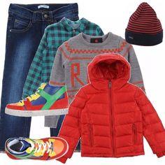 Non c'è nulla da fare, gli outfit da bambino ci piacciono colorati, è più colori ci sono più siamo soddisfatti. Le sneakers sono splendie fatte così, il maglioncino grigio va un po' con tutto