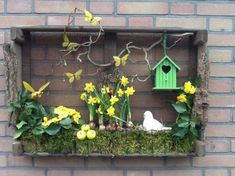 Houten kist voor buiten 1500 things to consider depending on a beautiful garden Basic principles of Spring Projects, Spring Crafts, Summer Centerpieces, Old Crates, Diy Ostern, Easter Crafts, Wooden Boxes, Garden Art, Floral Arrangements