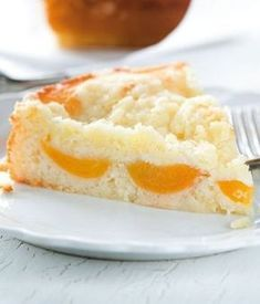 Yogurt cake with apricots Czech Desserts, Sweet Desserts, Easy Desserts, Sweet Recipes, European Dishes, Czech Recipes, Yogurt Cake, Sweet Cakes, Sweet And Salty