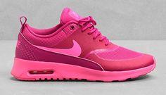 Hoy sale a la venta la colección exclusiva de zapatillas de la firma de moda deportiva Nike para & Other Stories: http://www.estiloymoda.com/articulos/nike-other-stories-2015.php