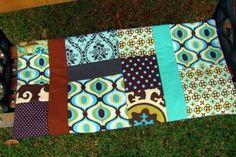 Quer aprender a fazer uma capa de almofada em patchwork? A Ana Matusita ensinou como juntar retalhos de tecidos e criar uma capa linda! - Veja mais em: http://www.vilamulher.com.br/artesanato/passo-a-passo/capa-de-almofada-em-patchwork-17-1-7886495-36.html?pinterest-destaque
