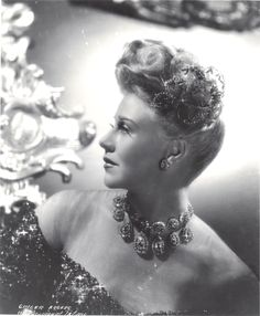 Ginger Rogers Lady in the Dark 1944 wearing Joseff of Hollywood jewelry. Hollywood Pictures, Paramount Pictures, Allison Dubois, Charleston Dance, Ann Richards, Hollywood Jewelry, 9 Film, Musical Film, Golden Age Of Hollywood