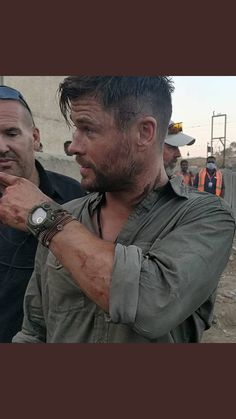 Hooked on Hemsworth: Archive Liam Hemsworth, Hemsworth Brothers, Age Of Ultron, Hair And Beard Styles, Short Hair Styles, Die Rächer, Scruffy Men, Elsa Pataky, Charlize Theron