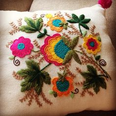 Recycle your cushions with cute embroidery! I teach you how to do it in my cur . Cushion Embroidery, Basic Embroidery Stitches, Hand Embroidery Videos, Cute Embroidery, Crochet Stitches Patterns, Embroidery Fashion, Crewel Embroidery, Hand Embroidery Designs, Applique Patterns