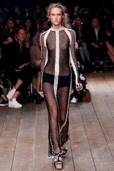 Sfilata Alexander McQueen Parigi - Collezioni Primavera Estate 2016 - Vogue
