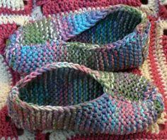 Men's & Lady's Slippers pattern by Bernat Design Studio - Stirnband Stricken Knit Slippers Free Pattern, Crochet Slipper Pattern, Knitted Slippers, Crochet Slippers, Knit Or Crochet, Easy Knitting, Loom Knitting, Knitting Socks, Knitting Patterns Free